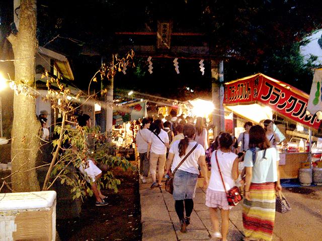 諏方神社の縁日でお腹を満たし、日暮里駅前イベント広場の盆踊り大会に行きました。