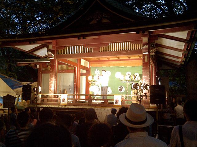 神楽殿の奉納演芸大会